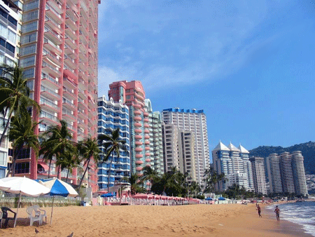 Playa Icacos, A beach in Acapulco's Golden Zone