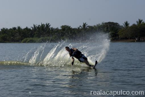 Waterskiing Acapulco
