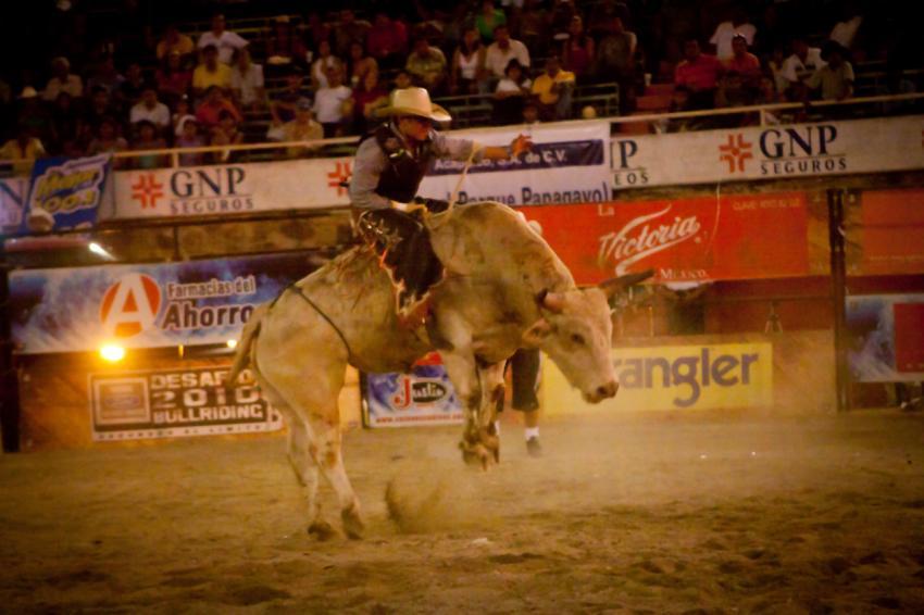 Cuernos Chuecos Rodeo en Acapulco 31/10/10